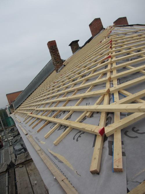 Neue Dachlattung auf dem Dach der RM16 in Dresden Pieschen