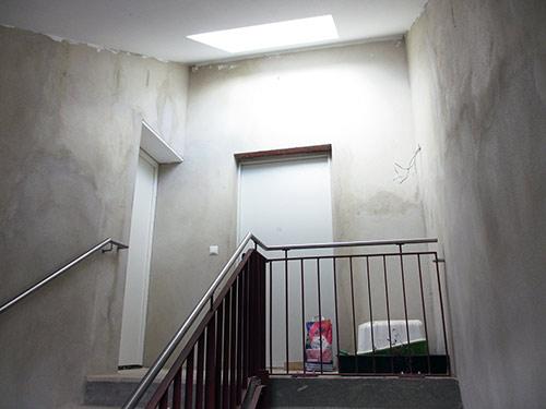 Treppenhaus Metallgeländer in der RM16 in Dresden Pieschen